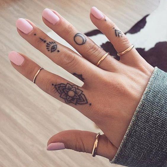 Tatuajes Pequenos Y Elegantes Para Mujer Dedos 2 Imagenes Actual